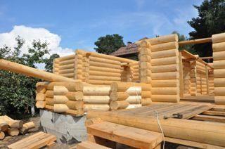 Строительство дома из оцилиндрованного бревна в Санкт-Петербурге