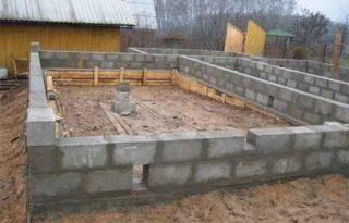 Фото процесса строительства Мелкозаглубленный ленточный фундамент из блоков фб