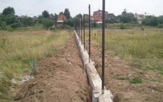 Фото процесса Строительство фундамента под бетонный забор