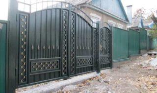 Фото процесса производства распашных ворот в Санкт-Петербурге