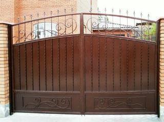 Металлические распашные ворота в Санкт-Петербурге