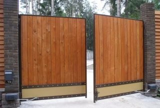 Фото процесса производства Деревянные распашные ворота в Санкт-Петербурге