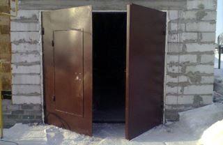 Гаражные распашные ворота в Санкт-Петербурге